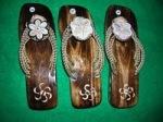 Pilihan sandal bakiak kerang