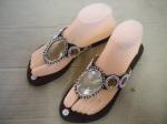 Sandal kerang mutiara coklat